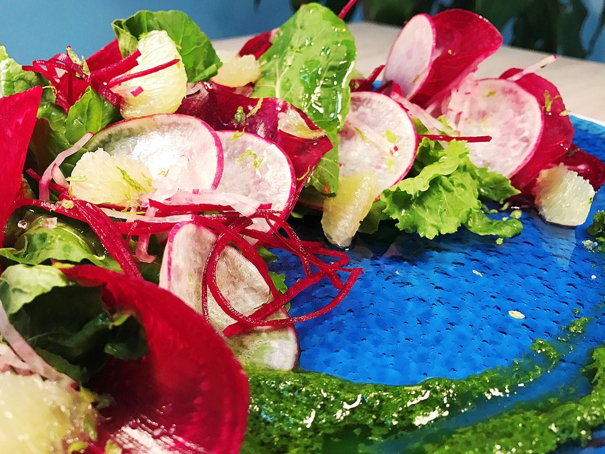 Ensalada de remolacha, rábanos y rúgula