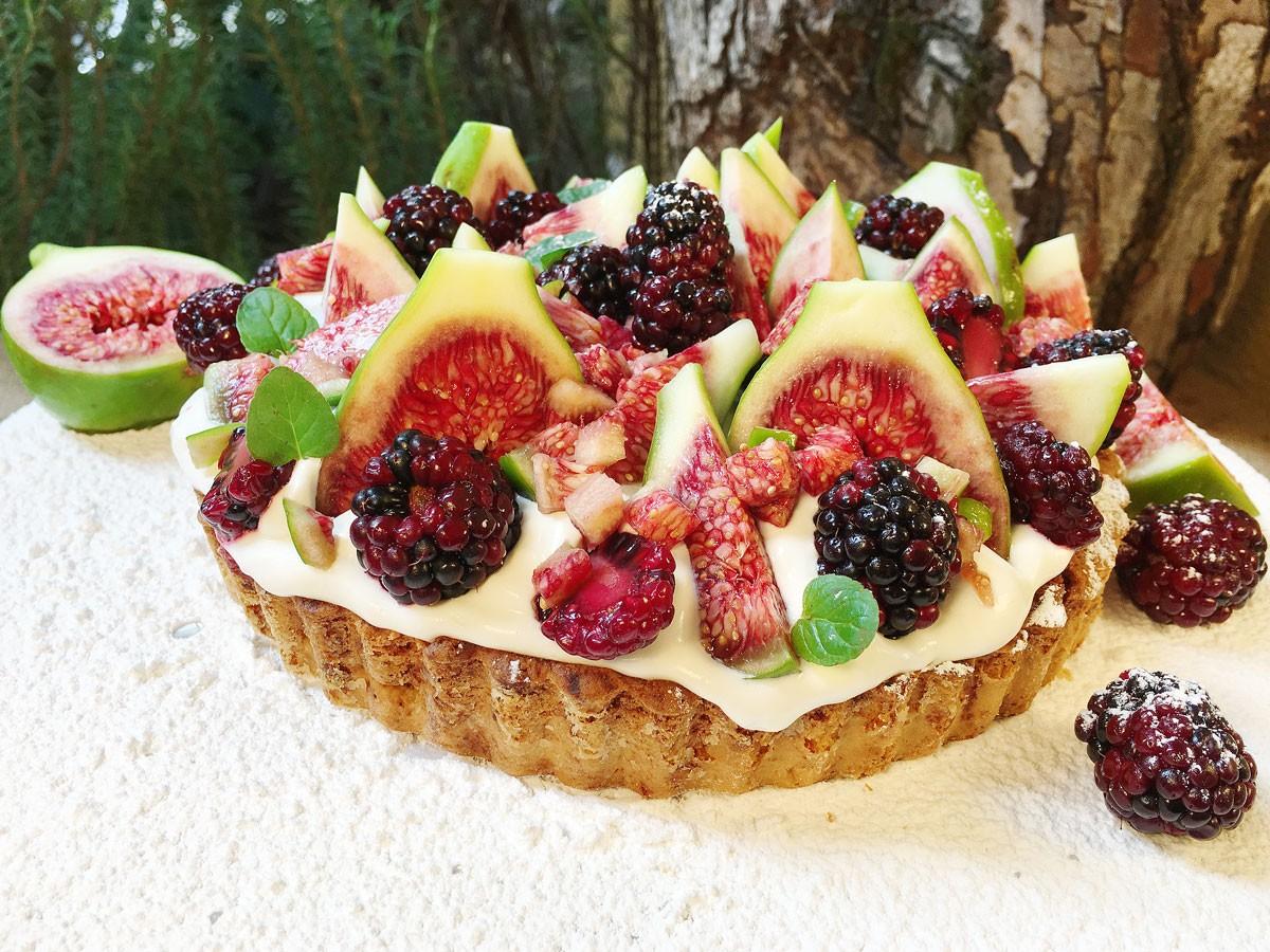 Tartaleta de Espuma de Queso, Higos y Moras